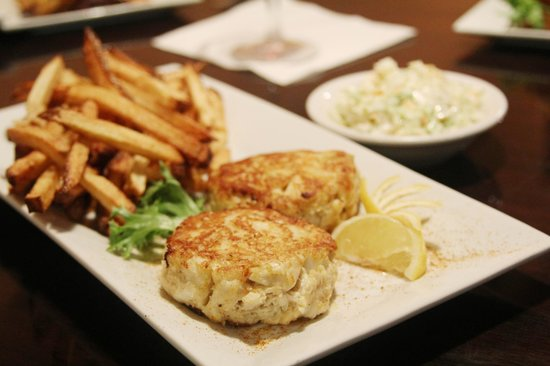 Port House Grill: Crab Cake Platter