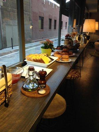 Chic & Basic Ramblas: Шикарный завтрак. Красиво и вкусно!