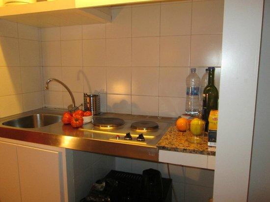 Chic & Basic Ramblas: Мини-кухня в номере