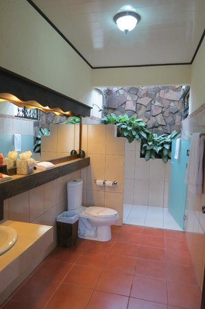 Arenal Springs Resort and Spa: Our bathroom