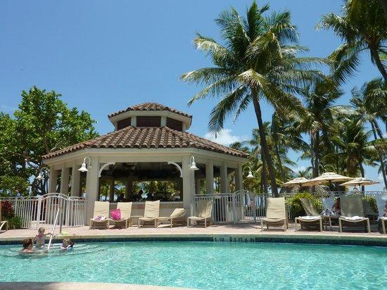 Lago Mar Beach Resort & Club: The pool area and bar..