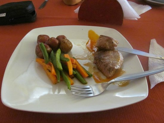 Hotel Kunturwassi Colca: Lomo de alpaca en salsa de tumbo .