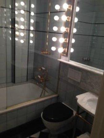 The Marlton Hotel: Lovely bathroom