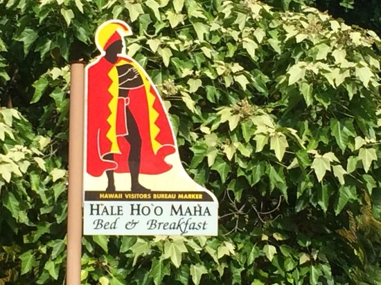 Hale Ho'o Maha Bed & Breakfast : The welcoming sign out front ...