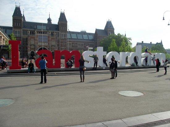 Museu Nacional (Rijksmuseum): Letreiro I Amsterdam em frente ao Reijksmuseum.