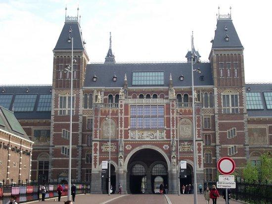 Museu Nacional (Rijksmuseum): Rijksmuseum (Museu Nacional), construído entre 1876 e 1885 pelo arquiteto Cuypers.