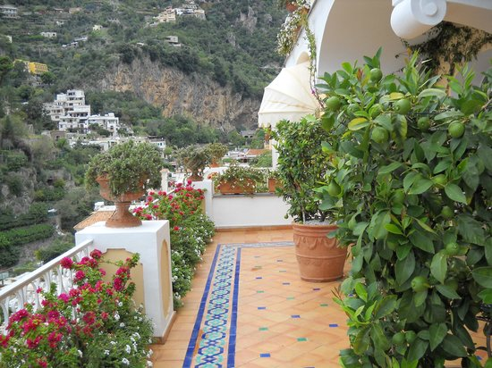 Le Sirenuse Hotel : So many views of Positano and the Med