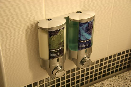Hampton by Hilton York: No small bottles and bars, everything out of dispensers!
