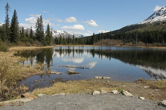Alaska Heavenly Lodge: Rainbow lake, near Heavenly Lodge