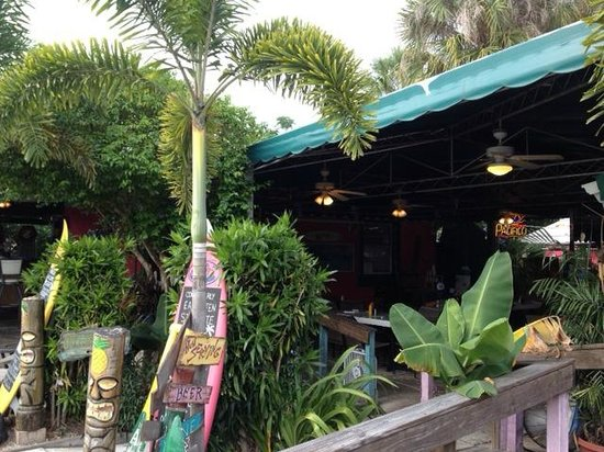 Kona Beach Cafe : All outdoor but covered seating
