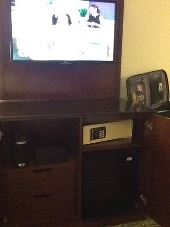 Cleveland Marriott Downtown at Key Center: Big Screen TV & Coffee Makers