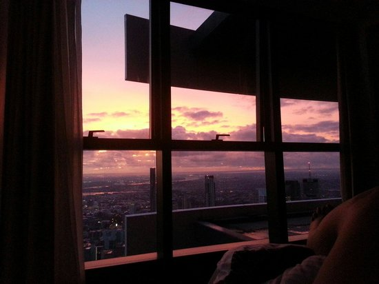Meriton Suites Herschel Street, Brisbane: Breathtakingly stunning view that I awoke to on my first morning here.....