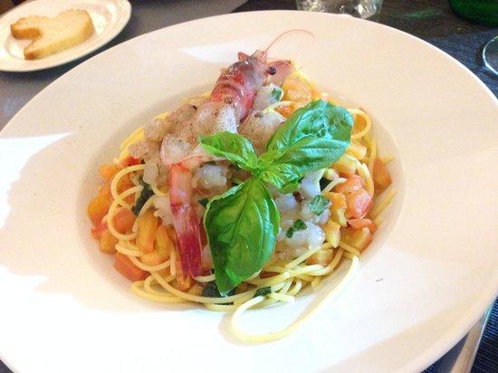 Sesto Canto: Spaghetti chitarra al pomodoro crudo e tartare di tonno