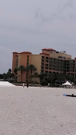 Sheraton Sand Key Resort : View of hotel from the beach