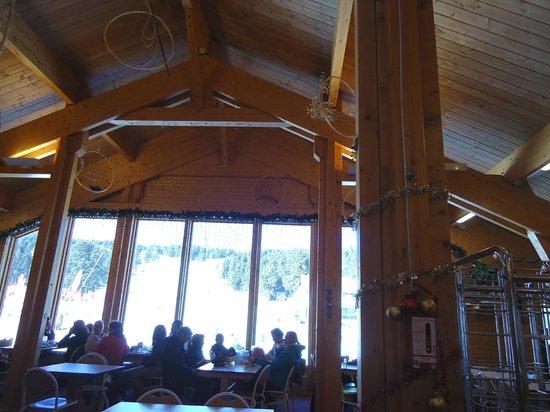 Station de Ski - Font Romeu Pyrénées 2000 : Dentro do restaurante na estação de sky