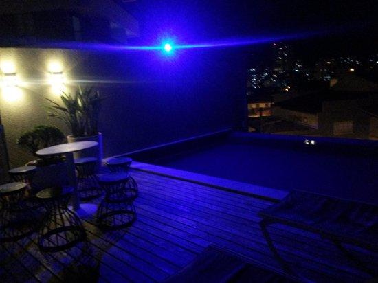 F Design Hostel : Terraço e piscina