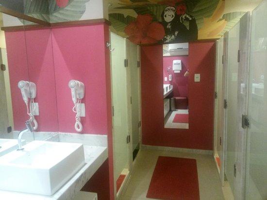 F Design Hostel : Banheiros