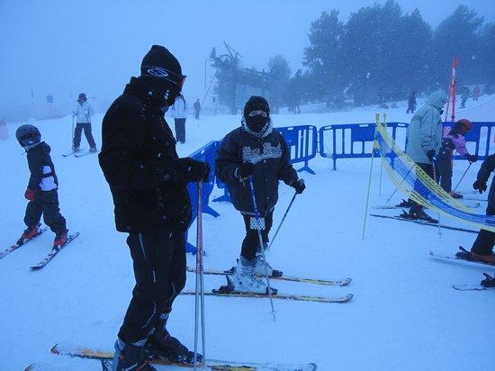 Station de Ski - Font Romeu Pyrénées 2000 : Font Romeu caindo muita neve, meus filhos esquiadores