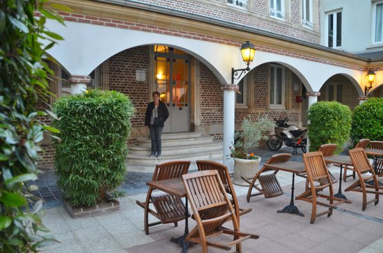 Ibis Styles Amiens Cathedrale: The courtyard