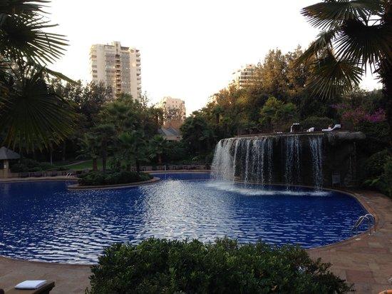 Hotel Santiago: Piscina com cascata