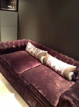 Hotel UNIC Prague: Junior Suite - Sofa in the kitchen area
