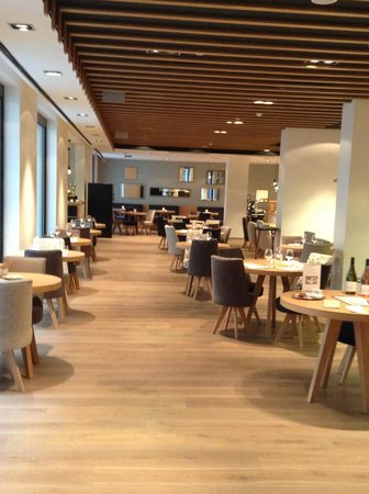 Hotel UNIC Prague: Restaurant. As you can see, it's completely dead during a day (at night too)
