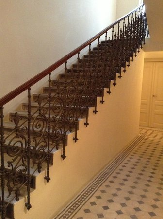 Hotel UNIC Prague: The hotel was remodeled and they kept the original details of the iron railing!