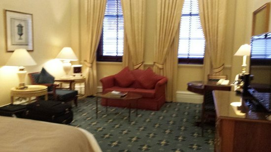 Treasury Hotel & Casino: Huge deluxe king room