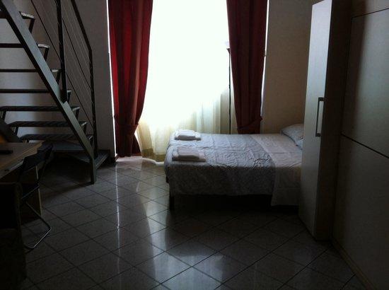 City Residence Milano: Living room/ bedroom