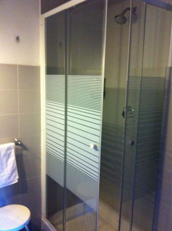 City Residence Milano: The small shower