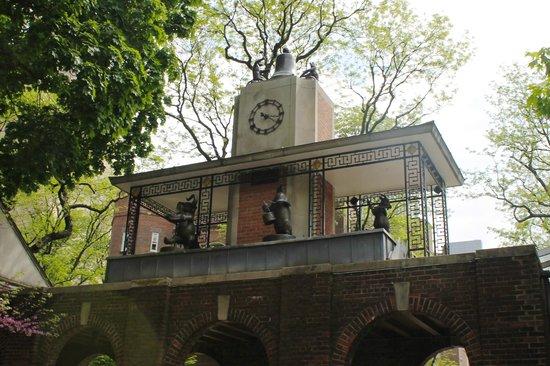 Central Park Zoo: delacorte clock