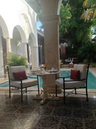 Casa Lecanda Boutique Hotel: Outdoor dining view to pool; loved eating breakfast here