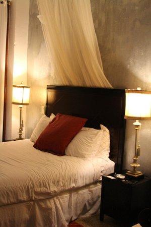 CasaBlanca Hotel: Room