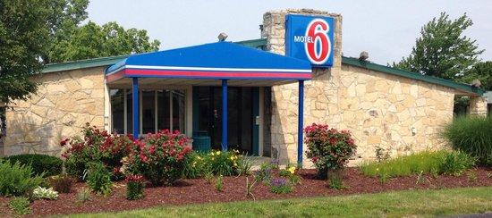 Motel 6 Lansing: Registration