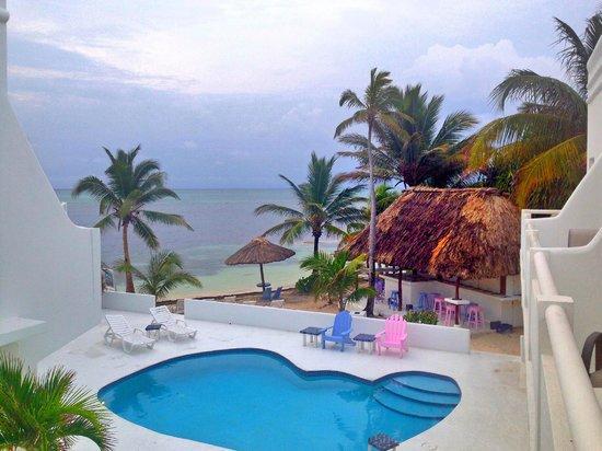 Mata Rocks Resort: pool view
