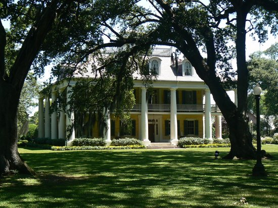 Houmas House Plantation and Gardens : View from the front