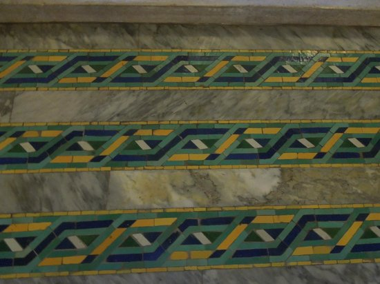 Mosquée Hassan II : Unusual floor tiles in main prayer room