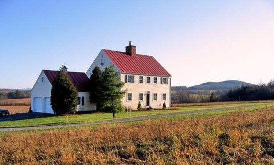 Quiet Valley Bed and Breakfast: Cozy home with views of rolling hills and nothing but stars at night