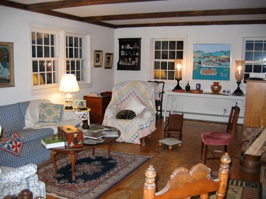 Quiet Valley Bed and Breakfast: Relax with a good book after a day of adventures