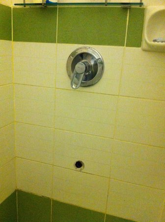 Tagaytay Wingate Manor: Missing faucet