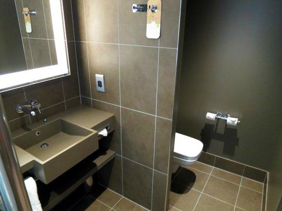 Novotel London Blackfriars: Modern bathroom