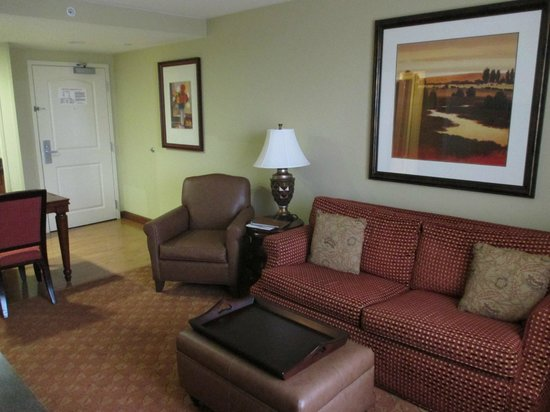 Homewood Suites Bentonville - Rogers: living room has it's own large screen tv