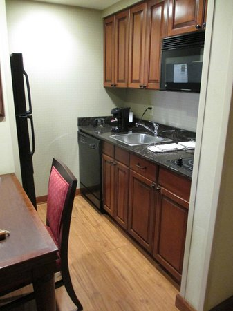 Homewood Suites Bentonville - Rogers : coffee makings, dishes and utensils provided