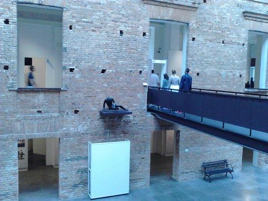 Pinacoteca del Estado: Entrada com detector de metais