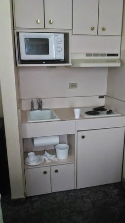 Aloft Sunnyvale : Room kitchenette, a little grimy