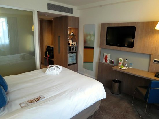 Novotel London Blackfriars: Enough room to swing a cat, and then some
