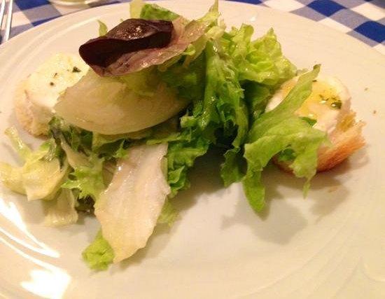 Le Vin Bistro: entrada de salada perfeita com queijo de cabra quente