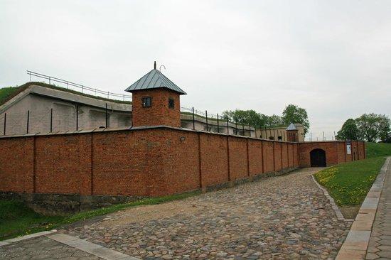 Fuerte Noveno: Outside of Fort 9