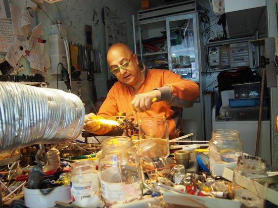 Artigianato d'Arte di Vianello Mauro: Mauro at work