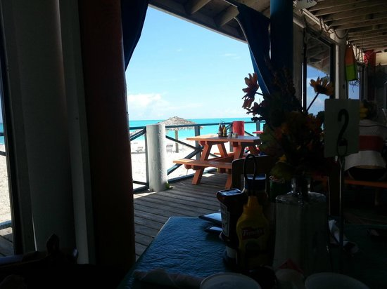 Coco Beach Bar & Grill : The view from inside Coco's.